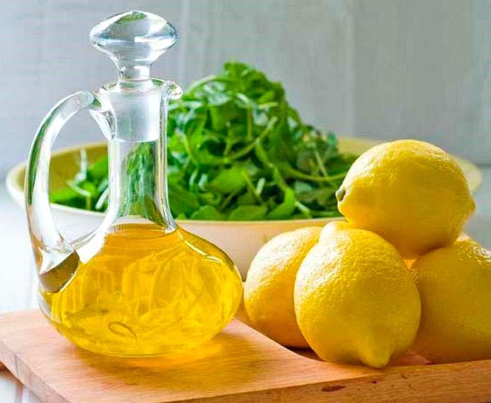 Por qué tomar una cucharada de aceite de oliva con limón en ayunas