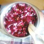 Receta de ensalada de remolacha con cebolla y pepinillos