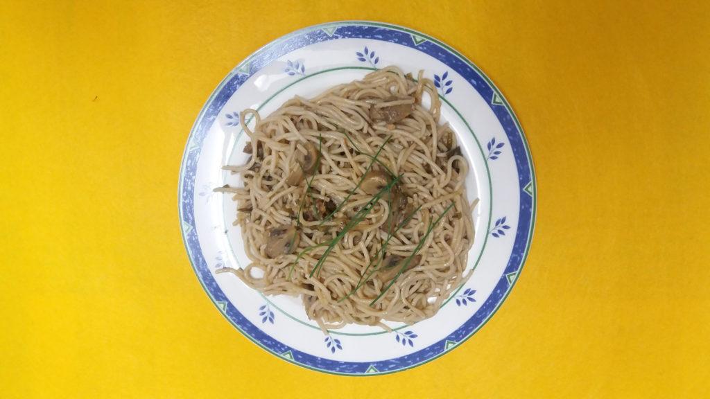 espaguetis con salsa de champiñones