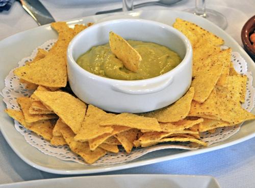 Receta mexicana: nachos con guacamole